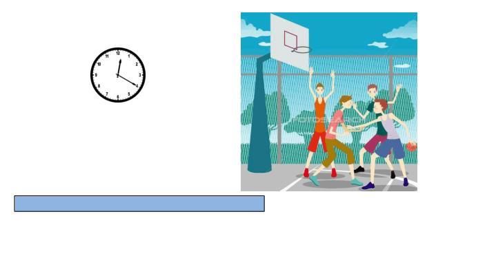 Sie spielen Fußball um vier Uhr am Nachmittag.
