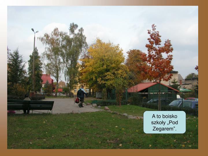 """A to boisko szkoły """"Pod Zegarem""""."""