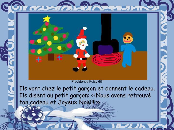 Ils vont chez le petit garçon et donnent le cadeau. Ils disent au petit garçon: <<Nous avons retrouvé ton cadeau et Joyeux Noël!!!>>