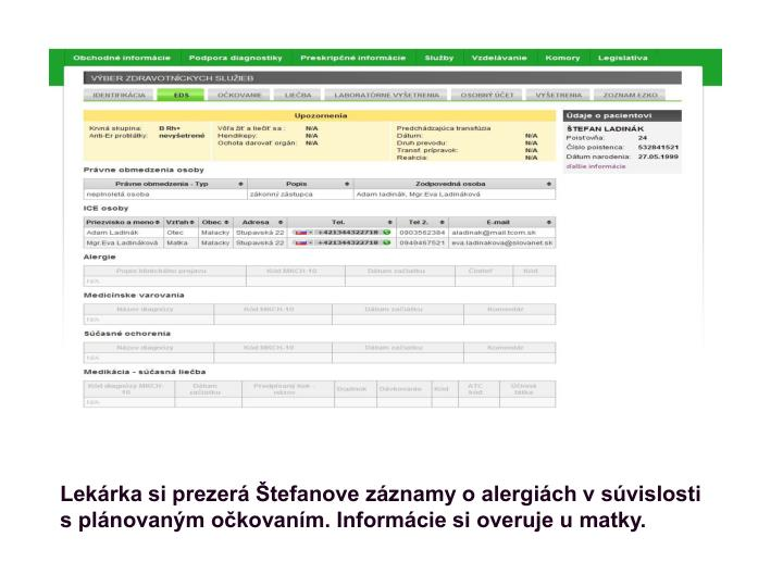 Lekárka si prezerá Štefanove záznamy o alergiách v súvislosti