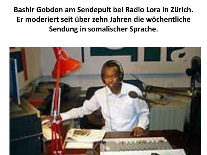 Bashir Gobdon am Sendepult bei Radio Lora in Zürich. Er moderiert seit über zehn Jahren die wöchentliche Sendung in somalischer Sprache