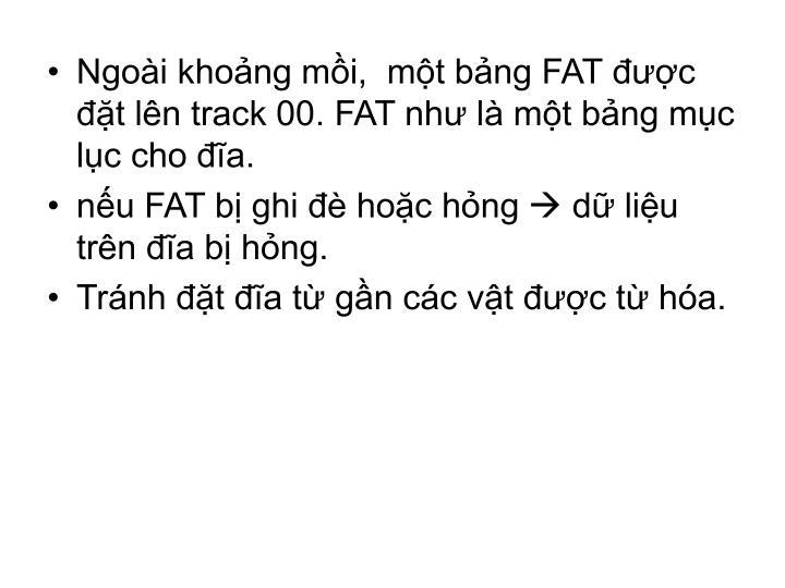 Ngoài khoảng mồi,  một bảng FAT được đặt lên track 00. FAT như là một bảng mục lục cho đĩa.