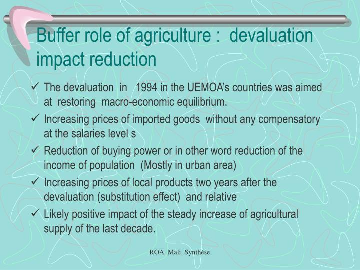 Buffer role of agriculture :  devaluation impact reduction