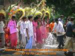 people are throwing water on devotees feet so as to calm the pain