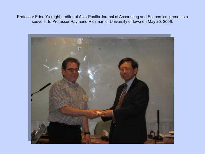Professor Eden Yu (right), editor of Asia-Pacific Journal of Accounting and Economics, presents a souvenir to Professor Raymond Riezman of University of Iowa on May 20, 2006.