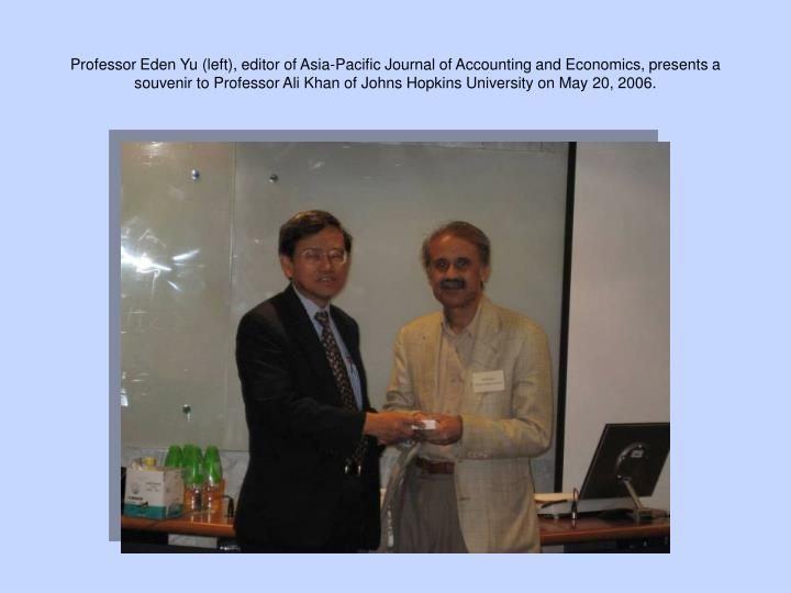 Professor Eden Yu (left), editor of Asia-Pacific Journal of Accounting and Economics, presents a souvenir to Professor Ali Khan of Johns Hopkins University on May 20, 2006.