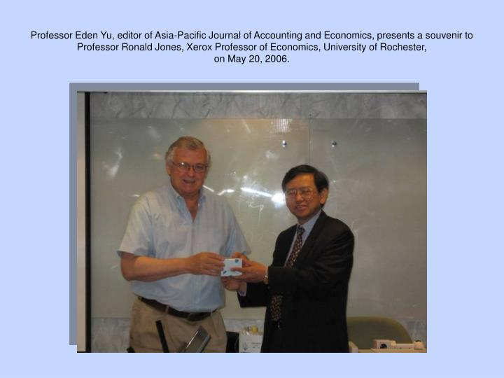 Professor Eden Yu, editor of Asia-Pacific Journal of Accounting and Economics, presents a souvenir to Professor Ronald Jones, Xerox Professor of Economics, University of Rochester,