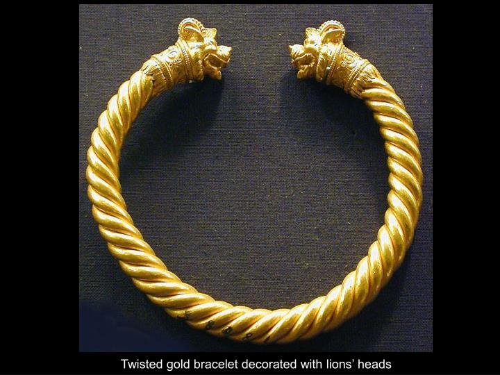 Twisted gold bracelet decorated with lions' heads