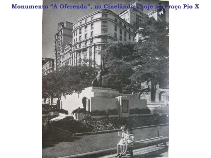 """Monumento """"A Oferenda"""", na Cinelândia, hoje na Praça Pio X"""