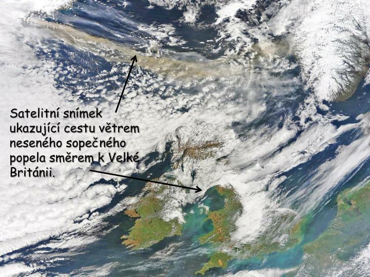 Satelitní snímek ukazující cestu větrem neseného sopečného popela směrem k Velké Británii.
