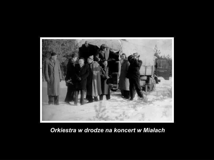 Orkiestra w drodze na koncert w Miałach