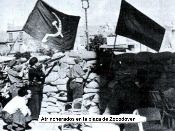 Atrincherados en la plaza de Zocodover.