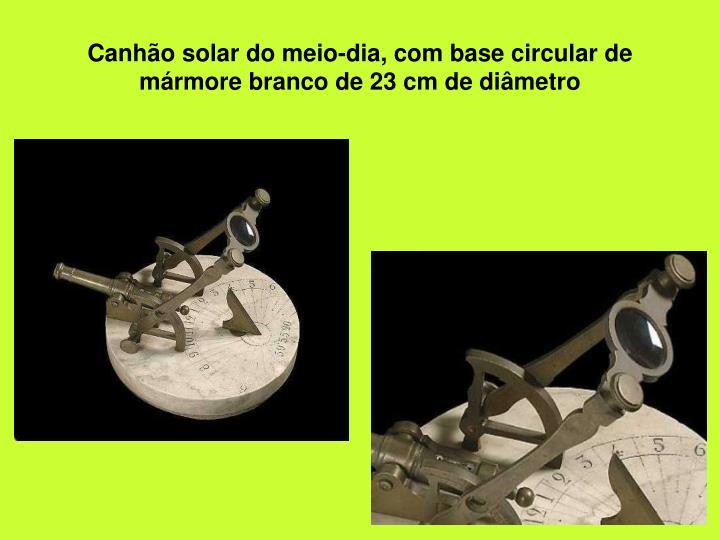 Canhão solar do meio-dia, com base circular de mármore branco de 23 cm de diâmetro
