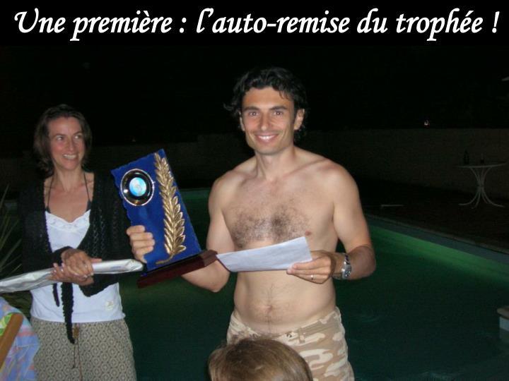Une première : l'auto-remise du trophée !