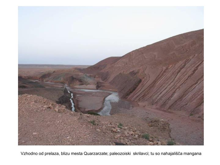 Vzhodno od prelaza, blizu mesta Quarzarzate; paleozoiski  skrilavci; tu so nahajališča mangana