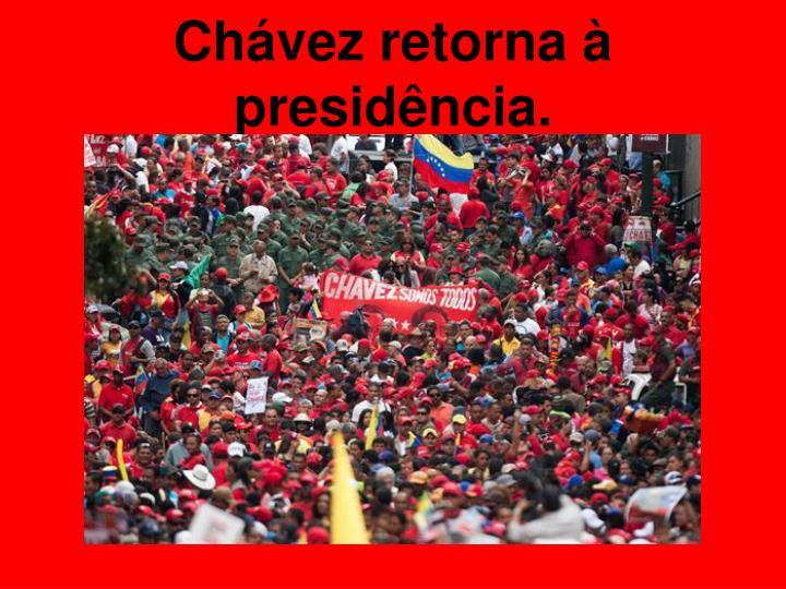 Chávez retorna à presidência.