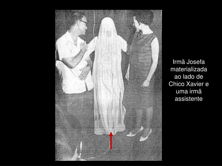 Irmã Josefa materializada ao lado de Chico Xavier e uma irmã assistente