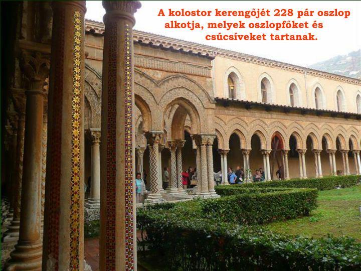 A kolostor kerengőjét 228 pár oszlop
