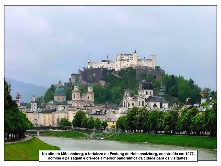 No alto do Mönchsberg, a fortaleza ou Festung de Hohensalzburg, construída em 1077, domina a paisa...