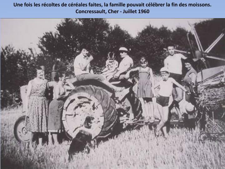 Une fois les récoltes de céréales faites, la famille pouvait célébrer la fin des moissons. Concressault, Cher - Juillet 1960