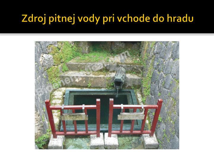 Zdroj pitnej vody pri vchode do hradu