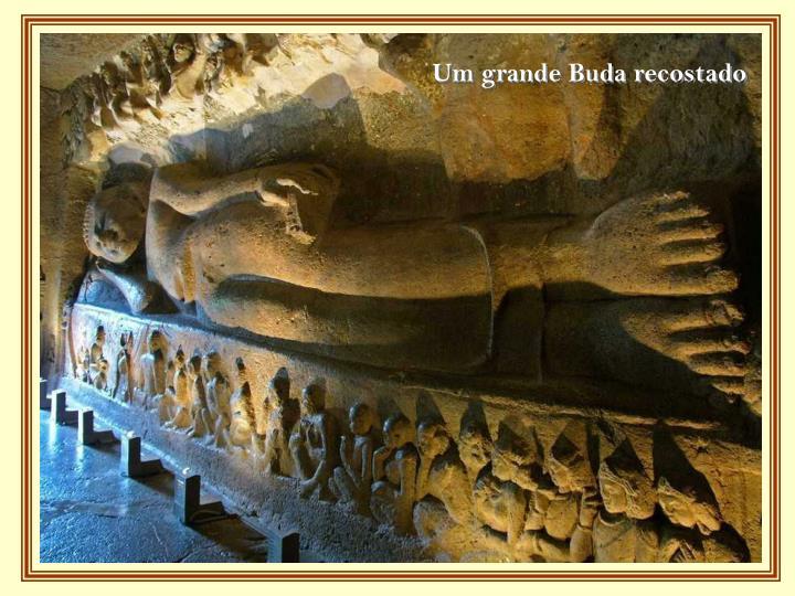 Um grande Buda recostado