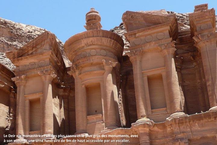 Le Deir «le monastère» l'un des plus connu et le plus gros des monuments, avec à son sommet une urne funéraire de 9