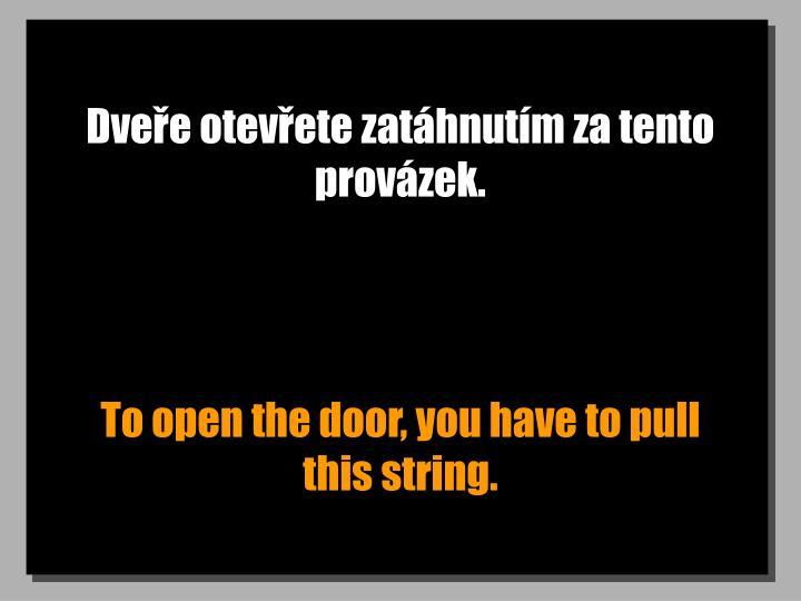 Dveře otevřete zatáhnutím za tento provázek.