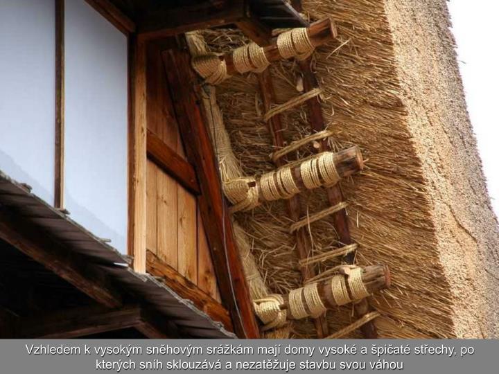 Vzhledem k vysokým sněhovým srážkám mají domy vysoké a špičaté střechy, po kterých sníh sklouzává a nezatěžuje stavbu svou váhou