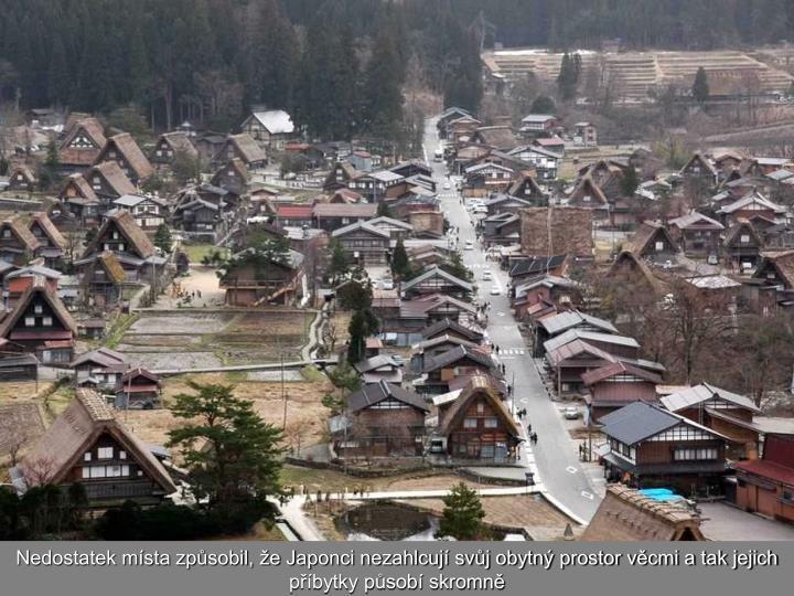Nedostatek místa způsobil, že Japonci nezahlcují svůj obytný prostor věcmi a tak jejich příbytky působí skromně